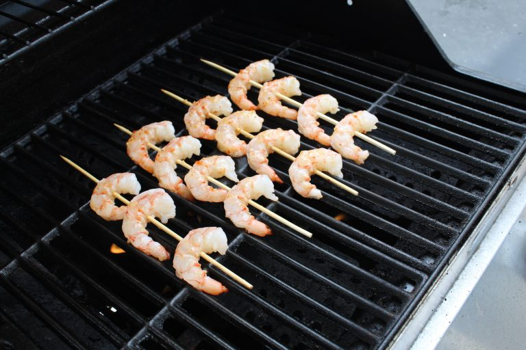 How to grill shrimp skewers